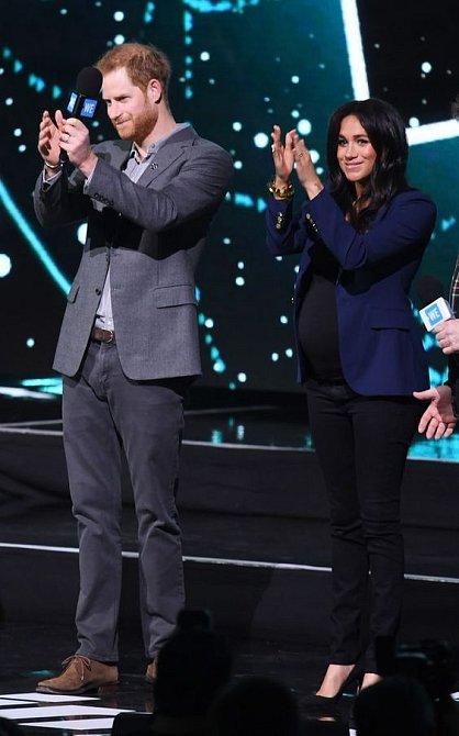 I princ Harry má džíny rád.
