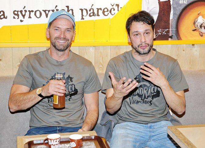 Jan Révai s Pavlem Liškou točí zábavná cestopisná videa.