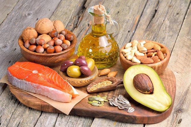 Zdravé tuky a bílkoviny neomezujte.