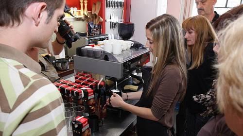 Na vlastní kůži: Výroba pralinek a café art v ChefParade