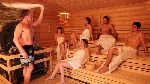 Na vlastní kůži: Valašský saunový rituál + rozhovor s nejlepší českou saunérkou
