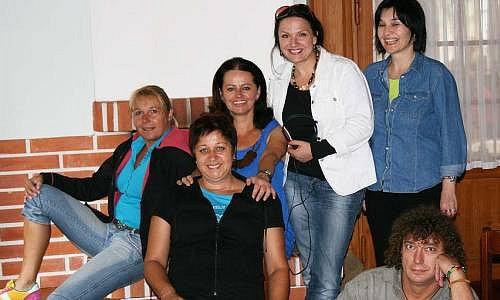 Jana Maliosová (zleva) se studenty