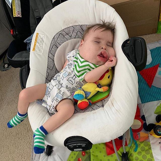 Gavina neustálé cestování do nemocnice unavuje.