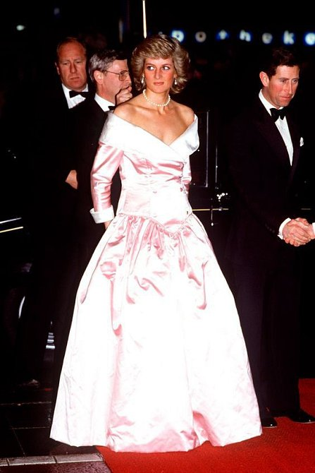 Princeznovské šaty nesměly Dianě v šatníku chybět.
