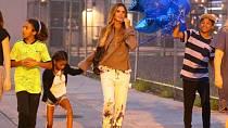 Heidi a její dva synové Henry Gunther Ademola Dashtu Samuel a mladší Johan Riley Fyodor Taiwo Samuel, dcera má podstatně kratší jméno a jmenuje se Lou Samuel.