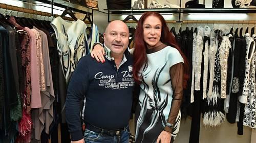 """Blanka Matragi představila """"kosmické"""" šaty"""