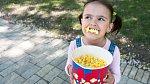 Děti popcorn milují, dokud se neprosolí a nepřidá se máslo, je zdravý.