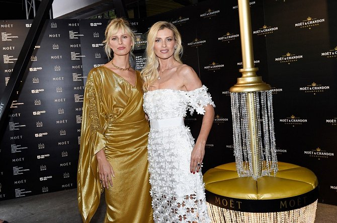 Daniela Peštová s kolegyní Karolinou Kurkovou