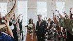 Nyní zvládla celý svatební obřad i veškeré několikahodinové svatební veselí.