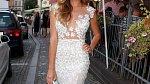 Tato úřadující Miss oblékla šaty lehce na hraně. Respektive bílá róba bude vždy připomínat svatební šaty. Ostatně podobné oblékla Ëster Berdychová na své svatbě.