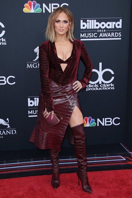 Jennifer Lopez to seklo v sexy modelu od Roberta Cavalliho, když se objevila na Billboard Music Awards v Las Vegas.