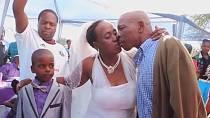 Na svatbě byl přítomen i její skutečný manžel