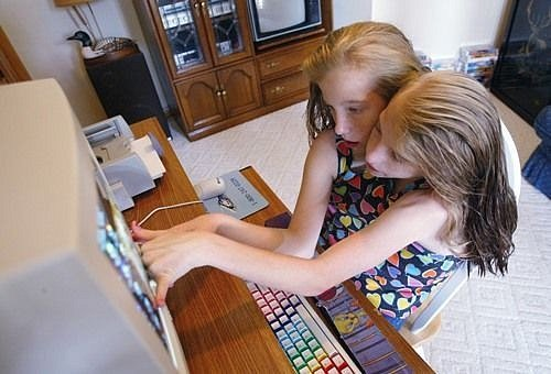 Dvojčata Abigail a Brittany Henselovy