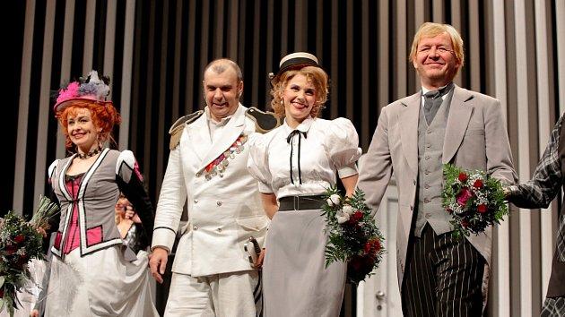 Petr Rychlý je oblíbený divadelní i filmový a seriálový herec.