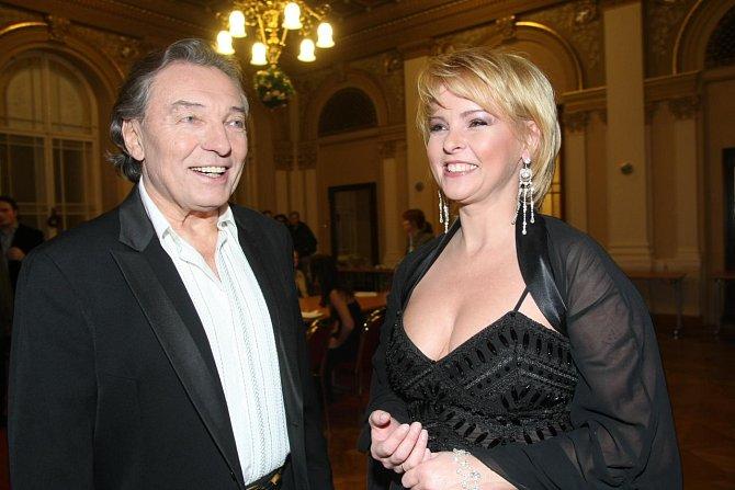 Iveta Bartošová byla krásná, talentovaná, vlídná a mezi lidmi velmi oblíbená.