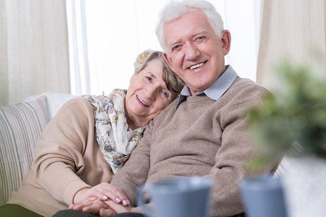 Babičky rády vyrazí i někam ven s dědou.
