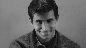 Anthony Perkins: Jeho život byl mnohem děsivější horor než… | Kafe.cz
