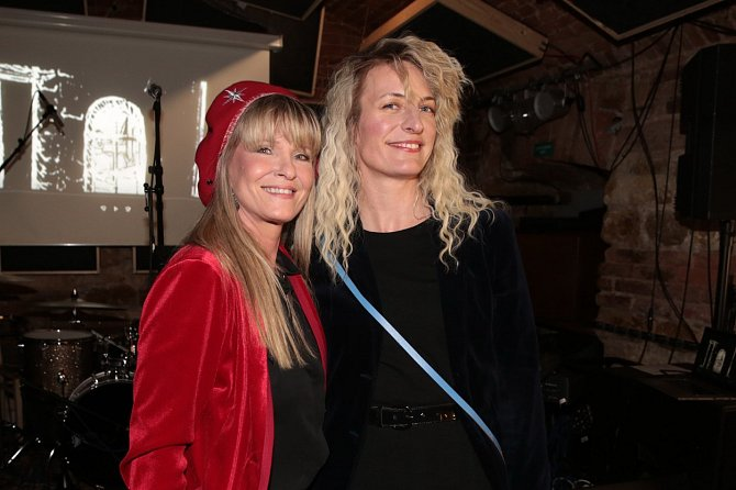 Chantal Poullain s nevlastní dcerou