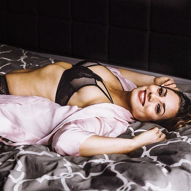 Rini Frey je přitažlivá a atraktivní žena. Dnes už ví, že se nemusí svazovat pravidly.
