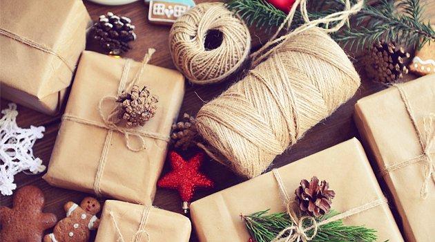 Ponožkám pod stromečkem odzvonilo. Pořiďte letos vánoční dárky, které opravdu potěší