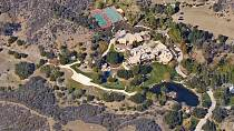 Dům Willa Smitha se nachází na jihu Kalifornie. Má pro sebe celou obří rezidenci s basketbalovým hřištěm a tenisovým kurtem.