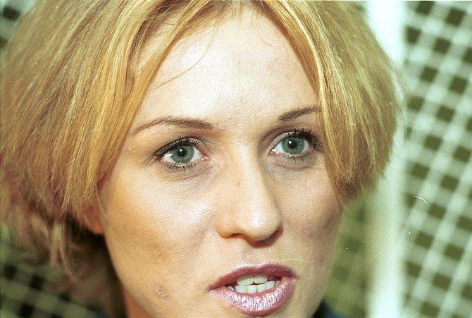 2002: Tereza je stále na drogách a to se jí vpisuje do tváře.