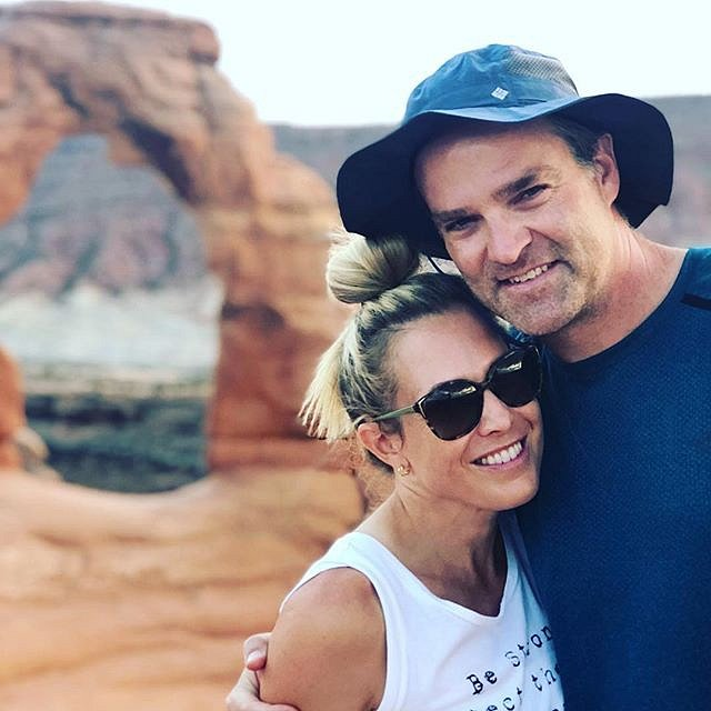 Adrian s manželem