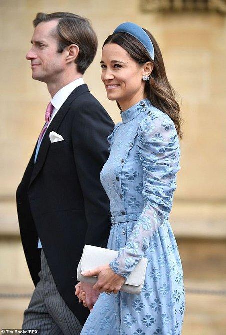 Trendu čelenek neodolala ani sestra vévodkyně Pippa Matthews.