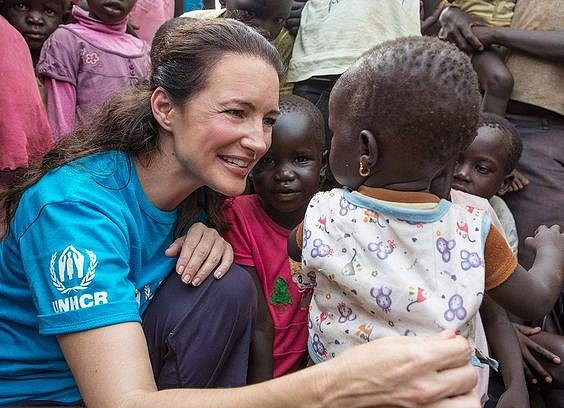 Kristin Davis se věnuje charitě.