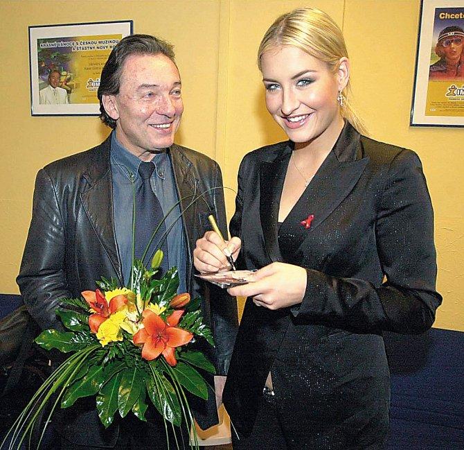 Německá zpěvačka Sarah Connor měla čest zpívat s Gottem.