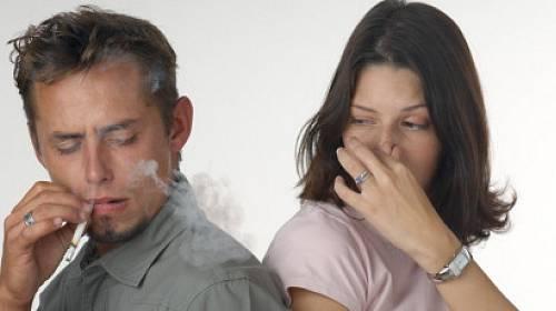 Partner je kuřák. Kouří v bytě a mně to vadí!