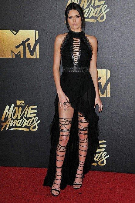 Kendall Jenner na cenách MTV 9. 4. 2016 v Burbanku