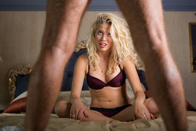 Snaží se napodobovat porno