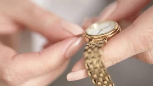 Ženy při nákupu hodinek věnují pozornost především jejich designu a provedení.