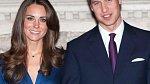 Kate a William při oficiálním oznámení zásnub. Kate dostala od Williama prsten, co nosila i jeho matka - princezna Diana.