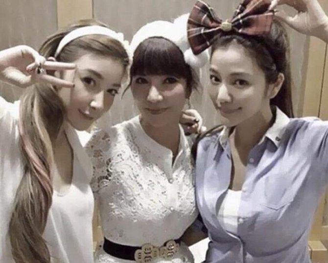 Lure Hsu a Sharon s matkou (uprostřed), které je 63 let!