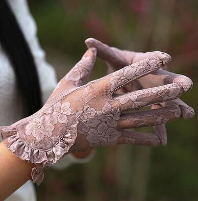 Klobouky, rukavice, šály - jednou za tři až čtyři týdny