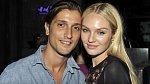 Candice Swanepoel (29) a partner Hermann Nicoli (35) se seznámili na přehlídkovém mole, oba se živí modelingem. Letos se jim narodí jejich první potomek.