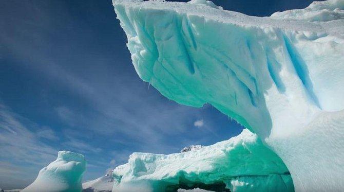 Antarktida – Tento kontinent z pochopitelných důvodů obývá jen hrstka vědců a sem tam nějaká ta cestovatelská výprava. V létě je tu od -10 do -40 stupňů, v zimě dokonce -40 až -80 stupňů celsia...