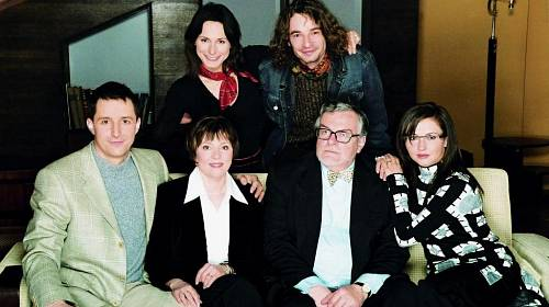 <p>Osudy rodiny Rubešovy jste mohli sledovat nejprve pod názvem Rodinná pouta, pak Velmi křehké vzta