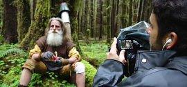 Všimla si jej i National Geographic, která o něm točí dokument, v něm dobrodruh vypráví svůj příběh, ale také ukazuje praktické návody na to, jak přežít v divočině.