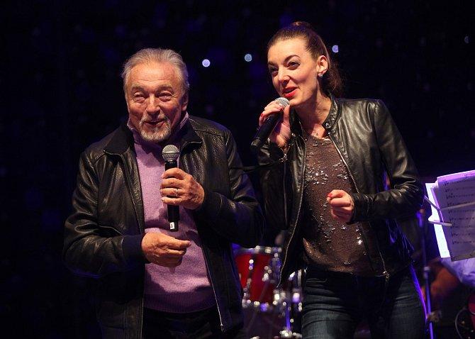 Čest pracovat s Karlem Gottem měla i zpěvačka Dasha.