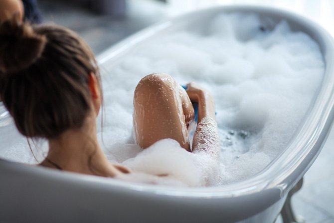 Pravidelná koupel v jablečném octu pomůže zápach odstranit.