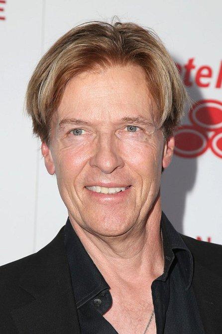 Jack Wagner dosáhl v roce 1995 díky seriálu velkého úspěchu. Jeho role doktora Petera Burnse byla nejprve napsána jako záporná (lékař závislý na drogách, který kvůli pokusu o vraždu skončil za mřížemi), ale na konci třetí série ...
