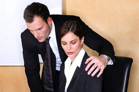 Příběh Marie: Mám spát se šéfem, abych nepřišla o místo?