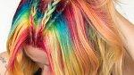 Caitlin si ráda pohrává s barvami.