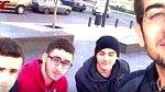 Student Mohammed Shaar (v červeném) zemřel pár minut po pořízení tohoto selfie. Nastoupil do vozu, který vybouchl.