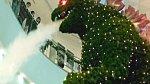 V Japonsku můžete narazit na vánoční Godzillu.