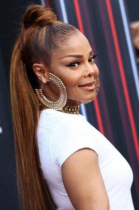 Janet Jackson (52) to slušelo v maxi tylové sukni, když si přišla pro cenu na Billboard Awards 2018 v Las Vegas.