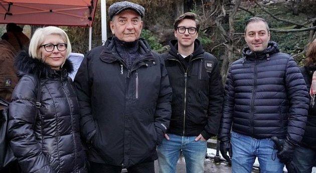 Miroslav donutil s manželkou a syny.